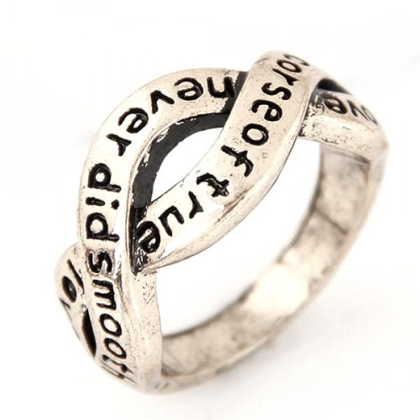 Prstan z napisom - v srebrni barvi