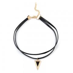 Black choker - črna ogrlica z obeskom Triangle